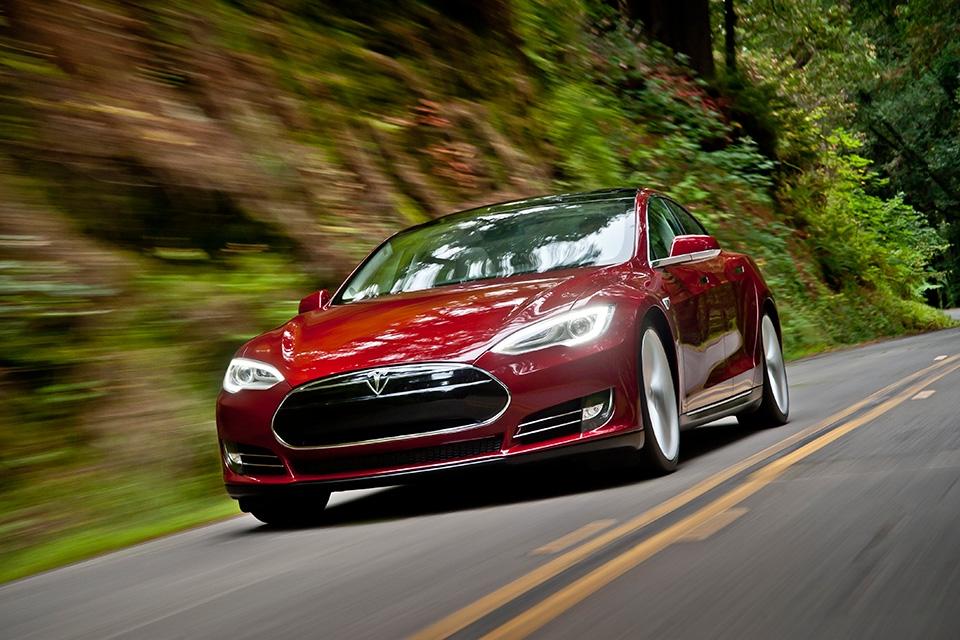 Tesla Model S image in motion from the Tesla Motors website