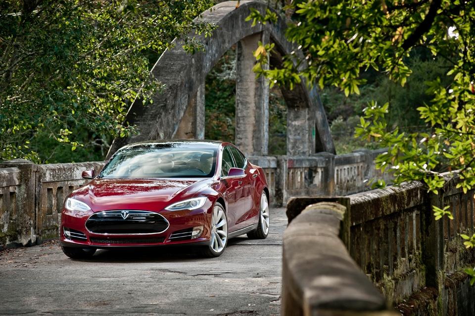 Model S Signature - Signature Red