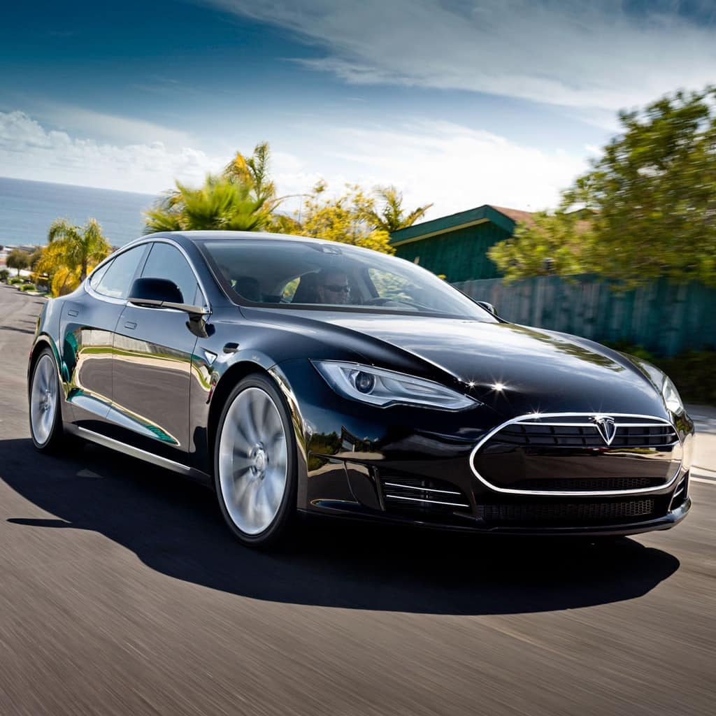 TESLA MOTORS DELIVERS WORLD'S FIRST PREMIUM ELECTRIC SEDAN TO CUSTOMERS