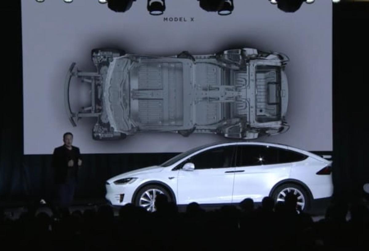 Tesla lancerer Model X