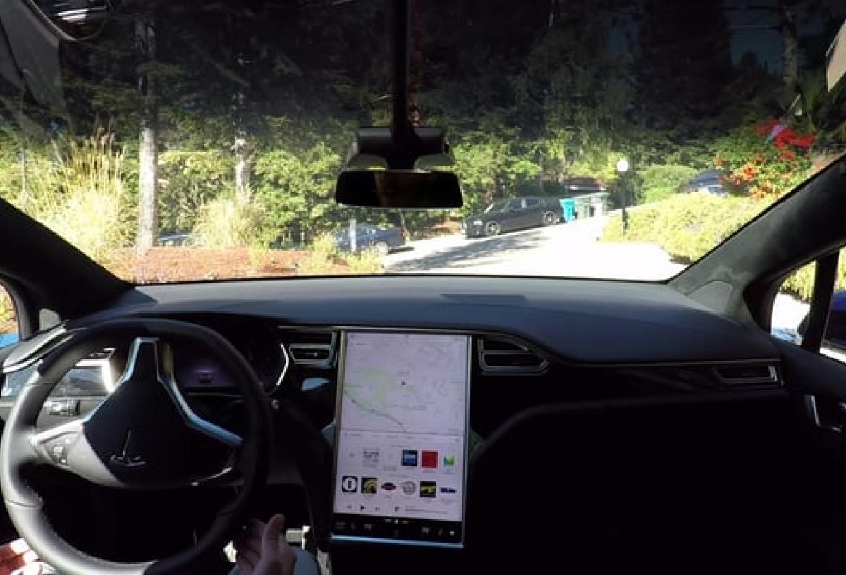 所有 Tesla 車輛配備全自動駕駛硬件