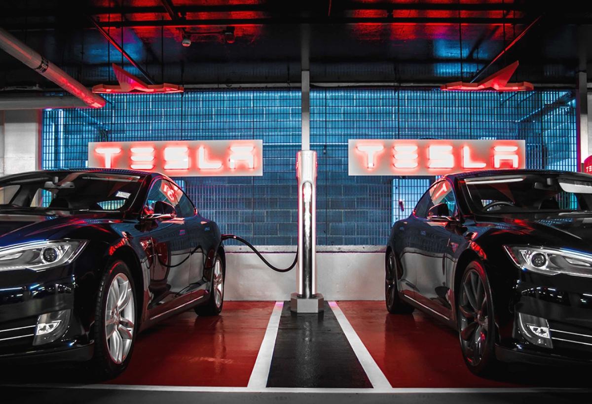 2 000 superchargers tesla. Black Bedroom Furniture Sets. Home Design Ideas