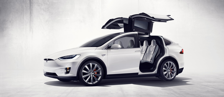 Tesla представила новейшую Model X